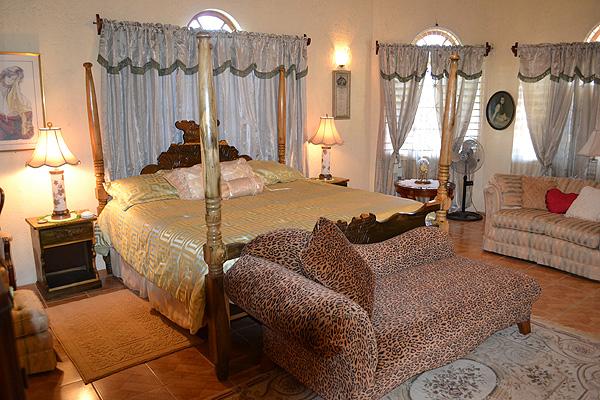 Queen Victoria Honeymoon Suite